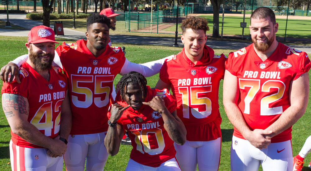 Chiefs players including Patrick Mahomes gather for a picture at the pro bowl